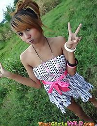 Emo Thai girlfriend Air has fun flashing outdoors before her creampie
