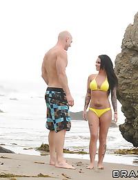 Babe Enjoys Sex On The Beach