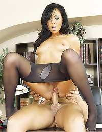 Pretty pantyhose girl craves dong
