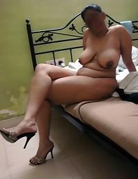Nude beach pics. Hot beach girls