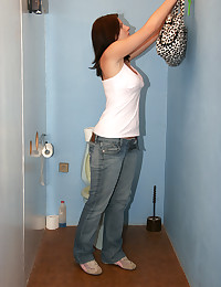 Horny chick on a toilet surpr...