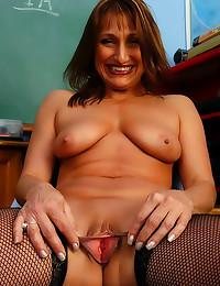 Mature teacher pulls pussy li...