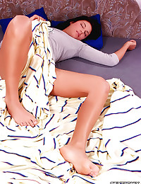 Curvaceous Beauty Lara Flaunts Her Ass