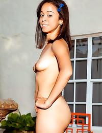 Tiny tits of schoolgirl Saman...