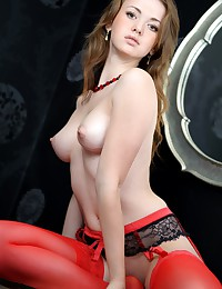 Smoking hot babe with a shaved pussy, who loves to wear sexy lingerie and pose nude.