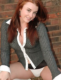 Hot business lady exposes her...