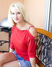 Gorgeous Blonde Stunner JC Simpson