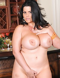 Lusciously Curved BBW Bends Over