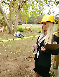 Nikki Benz fucked by construc...