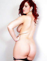 Curvy redhead has perfect ass