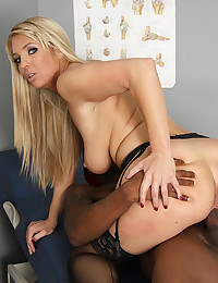 Banging a babe in furry hat
