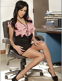 Seductive Office Misstress Breanne