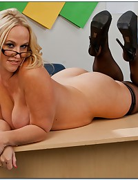 Curvy teacher in sexy glasses