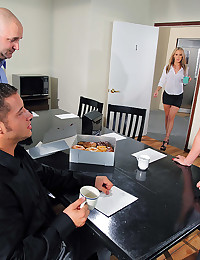 Carolyn Reese Spreads Open For Loving