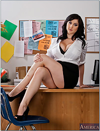 Curvy girl in the office