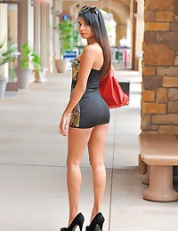 Astonishing brunette flashes in public.