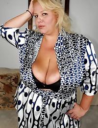 Fat blonde opens her dress