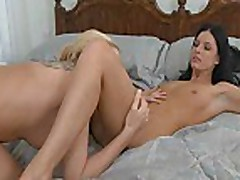 Lesbians Kissing And Licking Pussy On Bed