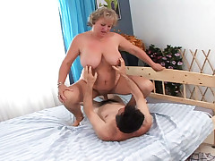 Old horny couple doesn't waste a seconde to get it on!