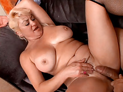 Nasty MILF Getting A Cock In Nice Doggy Style Position