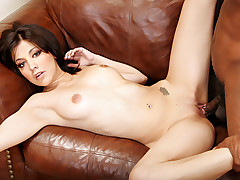Teenager Living Her Sexual Desire: Fucking A Big Black Cock!