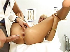 Gorgeous gal havin sex with her pervert doctor in here !