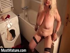 Blond granny masturbate twat