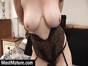 MILF show sexy cameltoe