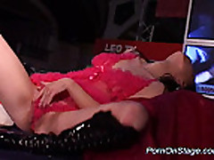 Porn on stage with sexy babe isnerting hard dildo sex